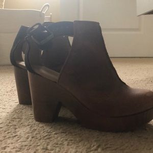 Free people amber orchard clog. Worn once